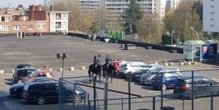 Belçika'da atlı polislerden 'korona' denetimi