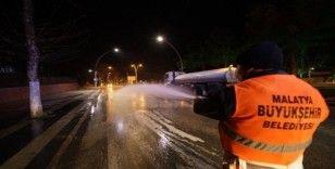 Korona virüs önlemi için caddelere dezenfekte