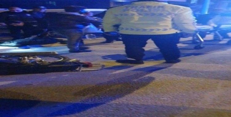 Isparta'da kamyonet motosiklete çarptı: 3 yaralı