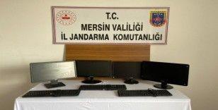 Erdemli'de iş yerinden hırsızlık yapan 3 zanlı yakalandı