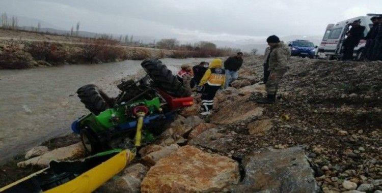 Malatyada traktör şarampole devrildi
