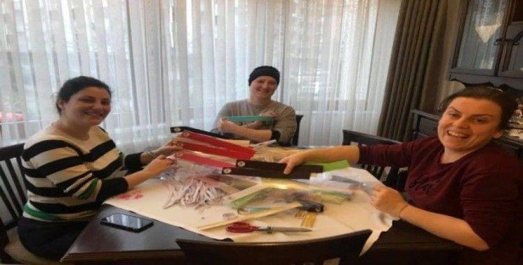 Trabzon Tabip Odası Başkanı Sivri komşularıyla evde sağlık çalışanları için koruyucu siperlik üretimine başladı