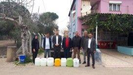 Salihli'de muhtarlara temizlik ve dezenfektan desteği