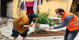 Kızıltepe'nin gönül elçileri evde börek yapıp yaşlılara götürüyor