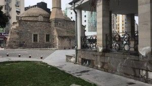 Kayseri'de cami avlusunu fareler bastı