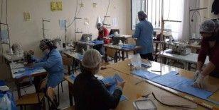 Kız Meslek Lisesi personelinden cerrahi maske üretimi