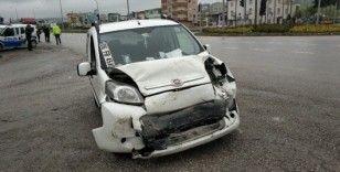 Samsun'da kamyonet otomobile arkadan çarptı: 2 yaralı