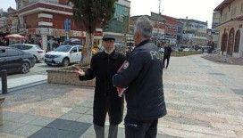 Dede sokağa çıktı polis ile tartıştı: '82 yaşındayım böyle bir şey görmedim'