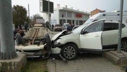 Göreve giden polisler kaza yaptı