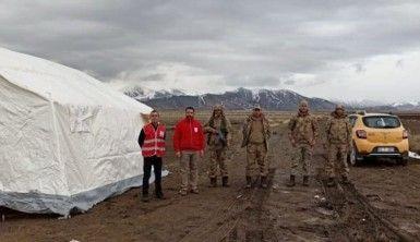 Karantinaya alınan mahallenin girişine çadır kuruldu