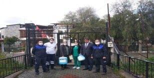 Kuşadası Belediyesi engellilere maske, eldiven ve dezenfektan dağıttı