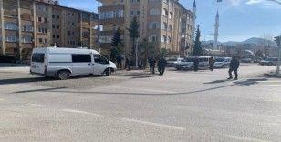 Yol kenarına bırakılan valiz polisi harekete geçirdi