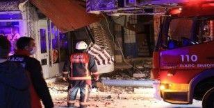 Elazığ'da çatısında çökme yaşanan bina tahliye edildi