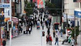 Koronavirüs vaka sayısında ikinci sırada olan İzmir'de çağrılara kimse aldırış etmiyor