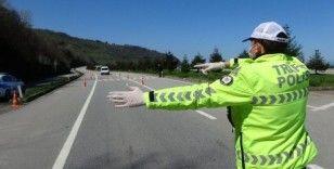 Trabzon'un giriş ve çıkışlarında yasaklar kapsamında kontrol noktaları oluşturuldu