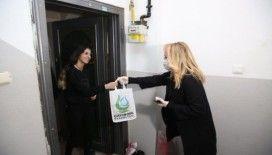 (Özel) Kocaeli'de evde kalan vatandaşlara ücretsiz kitap servisi yapılıyor
