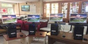 Bilgisayarı olmayan öğrencilere okulda ki bilgisayarları verdiler