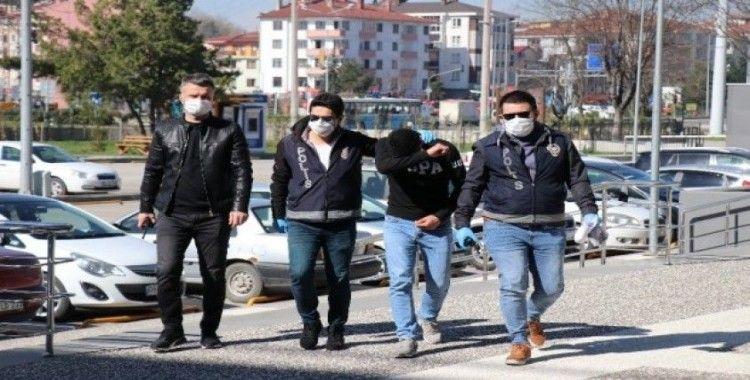 Bolu'da, soyduğu marketin güvenlik kamerası kayıtlarını da çalan hırsız adliyeye sevk edildi
