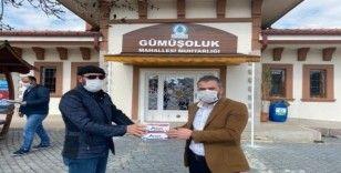 Pursaklar Belediye Başkanı sokak sokak maske dağıttı