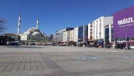 Esenler'de virüse özel tedbir: İşlek cadde ve meydanı yaya trafiğine kapatıldı