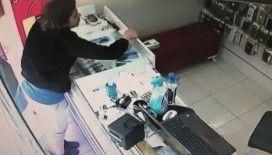 Sokağa çıkması yasak olan çocuk hırsızlık yaparken kameralara yakalandı