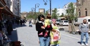 Diyarbakır'da kısıtlama bitti, vatandaşlar soluğu dışarıda aldı