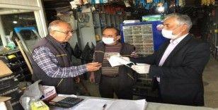 AK Parti Sarıgöl İlçe Teşkilatı esnafa maske dağıttı