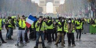 Fransa'da 'Sarı Yelekliler' polis engeline takıldı