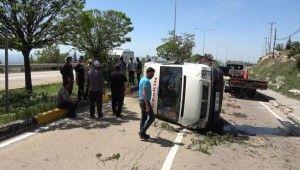 Kırıkkale'de yolcu minibüsü devrildi