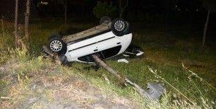 Otomobiliyle takla atıp kaza yapan sürücü aracını bırakıp kaçtı