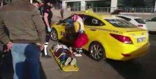 İstanbul Tuzla'da yolun karşısına geçmek isteyen kadına taksi çarptı
