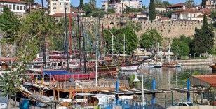 Antalya'da karada başlayan normalleşme denizde devam ediyor