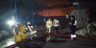 Katı atık toplama merkezindeki patlamalı yangın geceyi aydınlattı