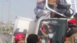 Haramidere E-5 yanyolda kontrolden çıkan bir kamyon devrildi