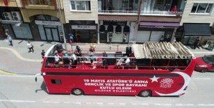 Otobüsten 19 Mayıs konserine vatandaşlar balkonlarından eşlik etti