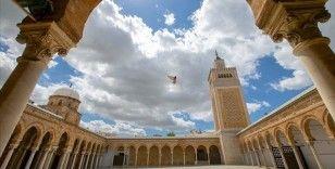 Tunus'ta koronavirüs nedeniyle kapatılan cami, restoran ve kafeler açılacak