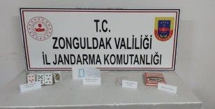 Jandarma ekiplerinden kumar oynatılan eve baskın