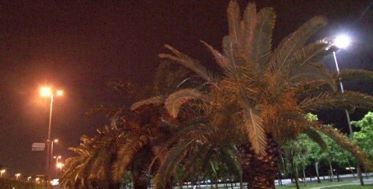 İstanbul'da şiddetli rüzgar ve yağmur etkisini gösterdi