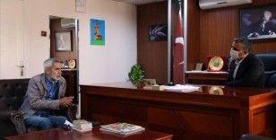 Oyuncu Turgay Tanülkü'den Uşak'taki çocuklara bayram hediyesi