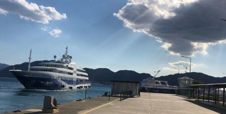 92 metrelik mega yat yakıt ikmali için Marmaris Limanına uğradı