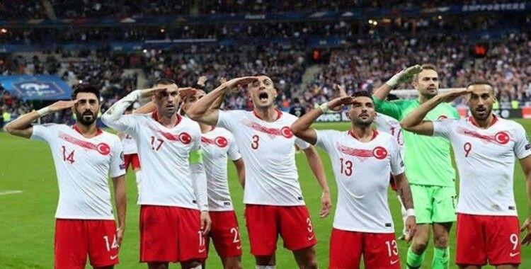 Bakan Kasapoğlu'ndan takipçilerine A Milli Takım forması