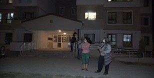 Komşuları ile kavga eden kadın öyle bir şey yaptı ki, bina sakinleri soluğu sokakta aldı