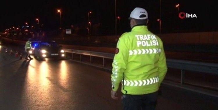 Bayramın ilk gecesi gerçekleştirilen trafik uygulamasında kurallara uymayanlara ceza kesildi