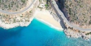 Her bayram binlerce tatilciyi ağırlayan dünyaca ünlü Kaputaş Plajı martılara kaldı