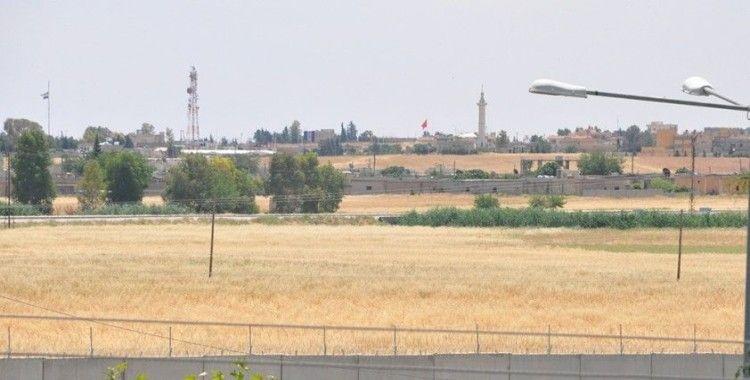 Terörden temizlenen Telabyad'a Türk bayrakları asıldı