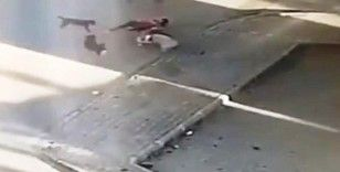 Saldırıya uğrayan köpeğini kurtarmak için köpeklerin arasına böyle daldı