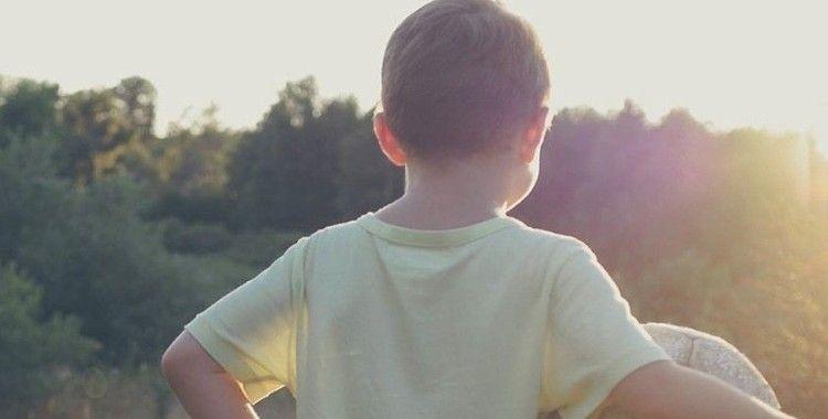 Çocuklar D vitamini için güneşli günlerde balkona çıkarılmalı