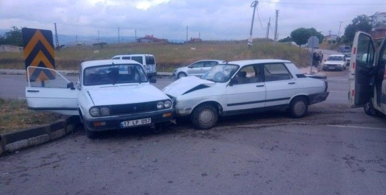 Balıkesir'de trafik kazası: 1 ölü, 2 yaralı
