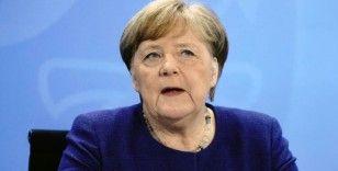 Merkel: Almanya hâlâ pandeminin başında