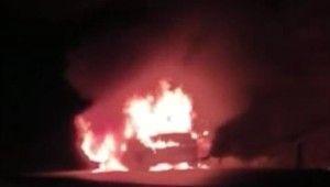 Antalya'da araç alev alev yandı